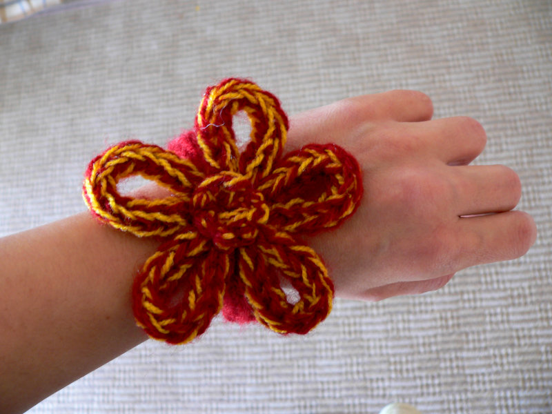 wonder knitter flower hair accessory