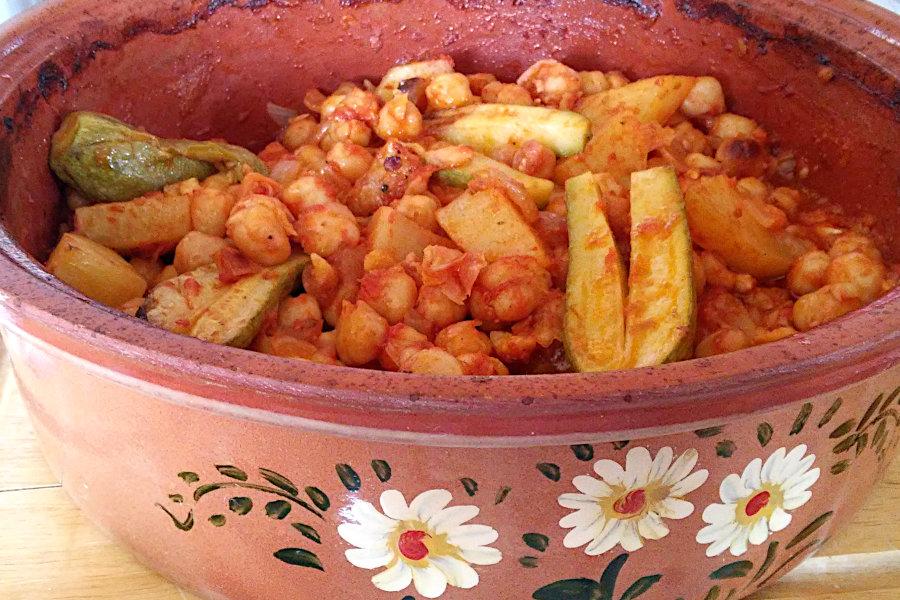 ρεβίθια καλοκαιρινά πήλινο κοκκινιστά με λαχανικά